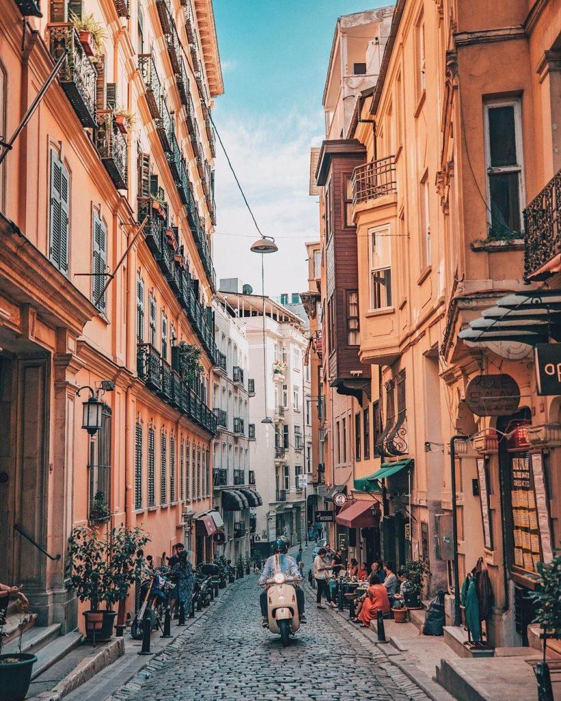 La rue Serdar-I-Ekrem.
