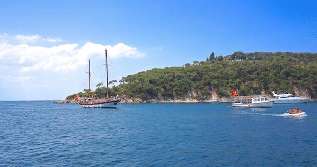 Crique accessible que par bateau