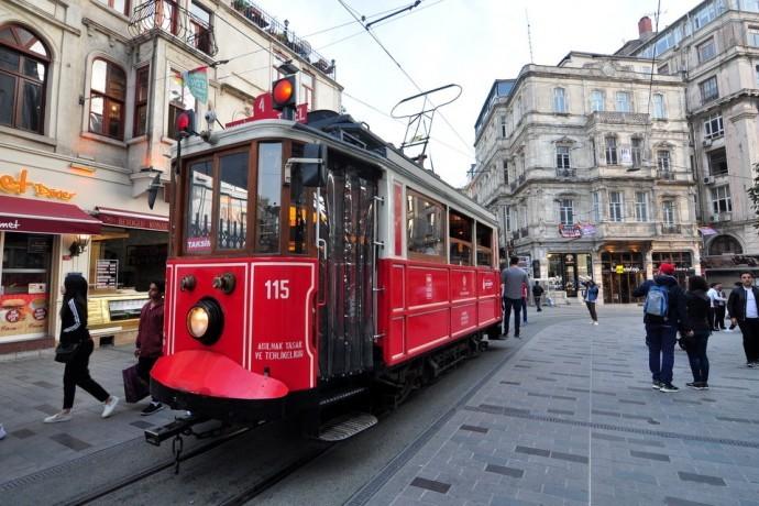 taksim-tram-istiklal-istanbul