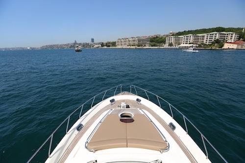 La plage avant du bateau vous permettra de vous allonger et prendre le soleil