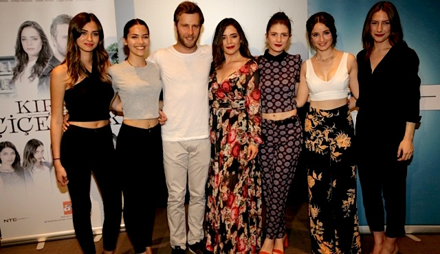 The cast of Kırgın Çiçekler, a series followed live by more than 7 million viewers the first week of October 2015 in Turkey