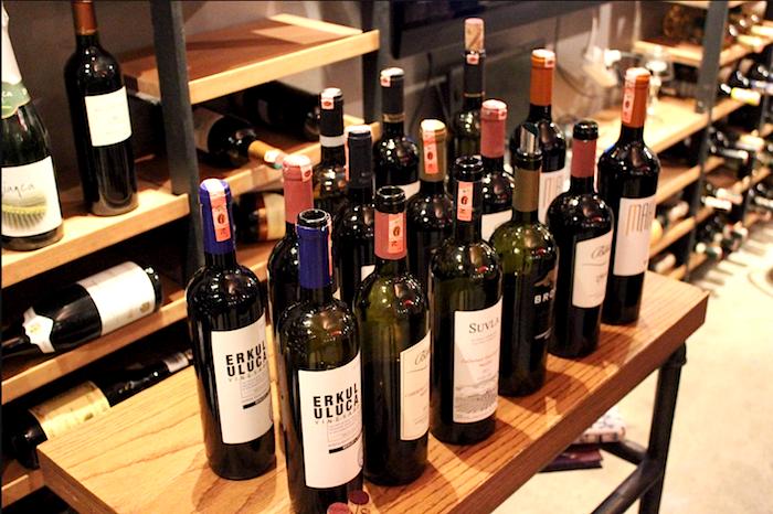 Des vins turcs lors d'une dégustation.